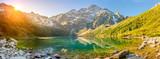 Tatrzański Park Narodowy, jezioro w górach o świcie słońca. Polska