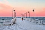 molo w zimie morze bałtyckie