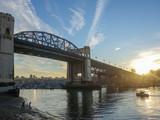 Piękny ranku niebo i morze widzieć od mosta nad Kanada miastem Vancouver