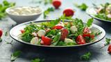 Sałatka Chorizo z pomidorami cherry, mozzarellą i dziką rukolą