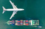 Logistyka widoków z lotu ptaka i transport kontenerowego statku towarowego i samolotu transportowego do eksportu i transportu importowego.